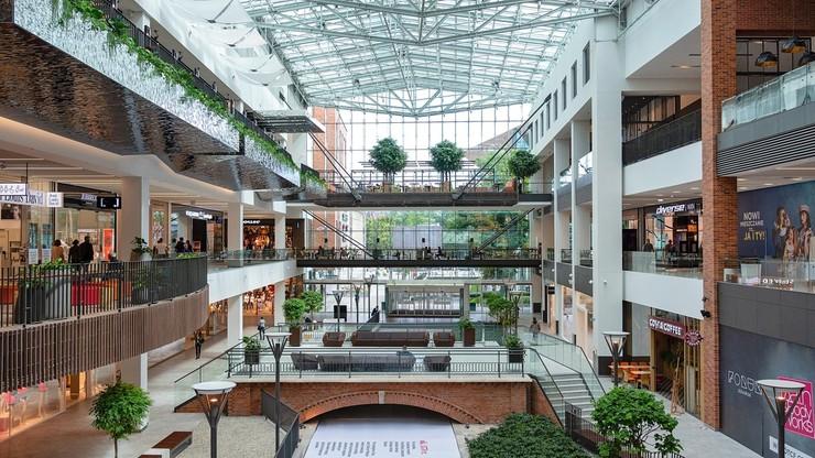 Ruszają galerie handlowe, biblioteki i hotele. Co się zmieniło?