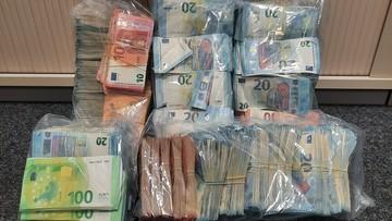 Niemiecki pies wywęszył w polskim aucie europejską walutę