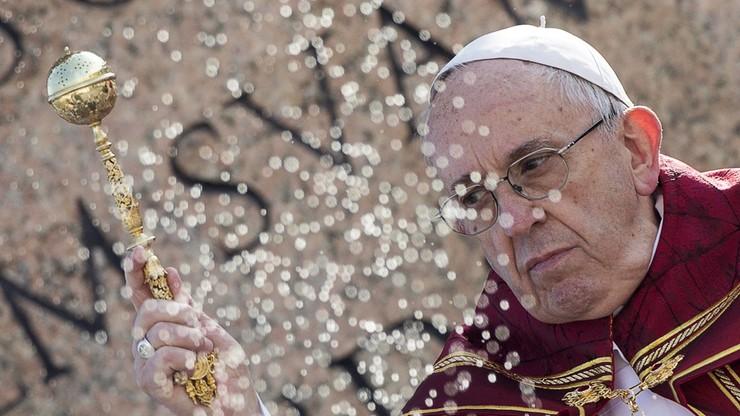 Papież Franciszek odwiedził Benedykta XVI. Złożył mu świąteczne życzenia