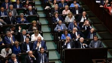 """""""Nie idźcie drogą Putina"""". Opozycja krytycznie wobec projektu o Narodowym Instytucie Wolności"""