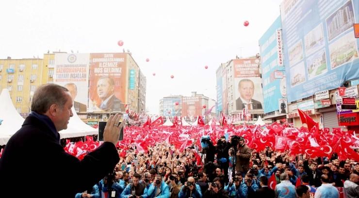 Turcja: 51 proc. uprawnionych przeciwko zmianom w konstytucji