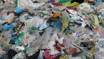 "Nietypowy efekt pandemii. ""366 mln ton plastiku"""