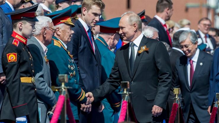 Putin nie podał ręki synowi Łukaszenki. Konsternacja