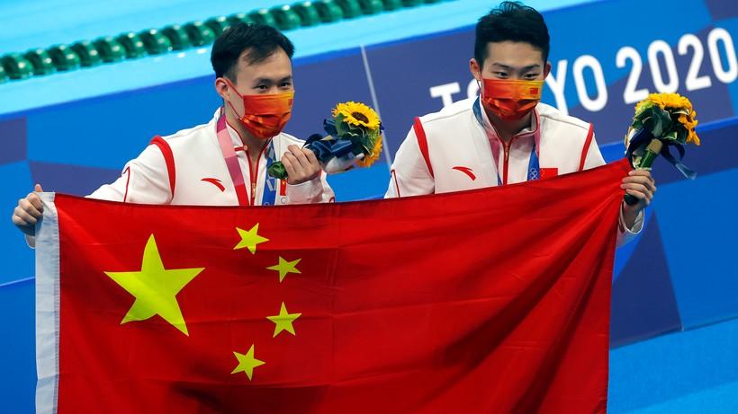 Tokio 2020: Chińczycy Wang Zongyuan i Xie Siyi ze złotym medalem w skokach synchronicznych do wody