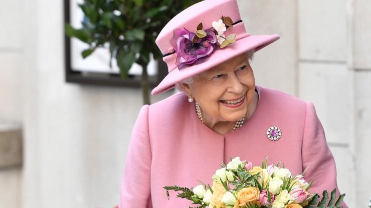 Niemiecka firma wysłała brytyjskiej królowej luksusowy papier toaletowy jako zapas w razie brexitu