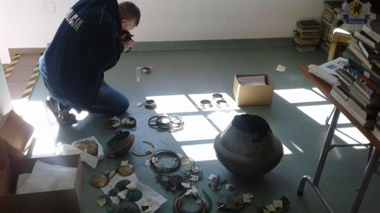 Ponad 200 zabytków sprzed 2,8 tys. lat. Policja odzyskała skarb z Miastka