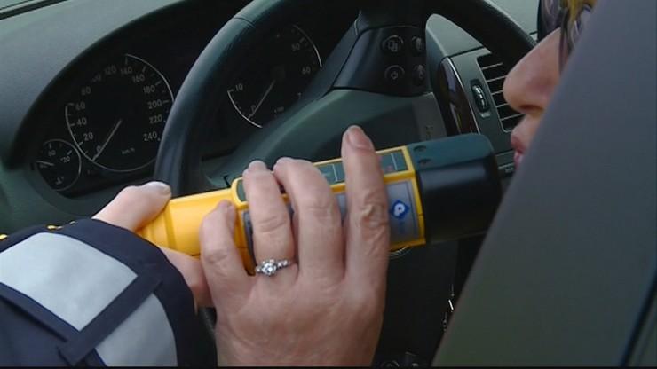 Policja nie wycofa alkomatów bez ustników z powodu koronawirusa