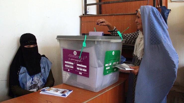 W Afganistanie przedłużono wybory, zamachy nie ustały