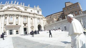 Watykan: ksiądz skazany za molestowanie 13-latki pisze w watykańskiej gazecie