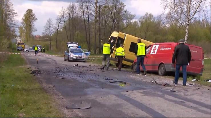 Zderzenie busa i ciężarówki. Nie żyje kierowca, 11 osób rannych