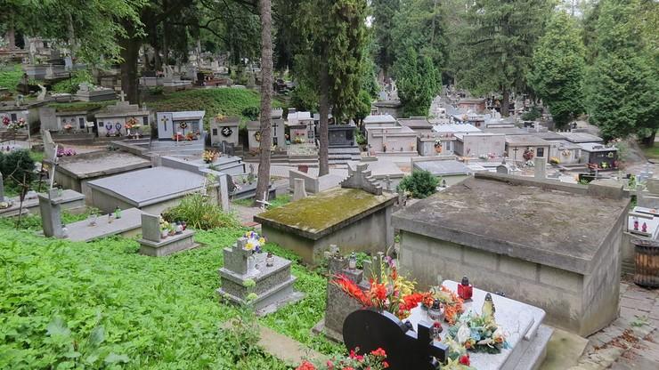 """Otwarte cmentarze w Przemyślu. """"Rozporządzenie nie obliguje do ich zamykania"""""""