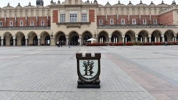 Po półrocznej przerwie skarbonka stoi znów na rynku w Krakowie