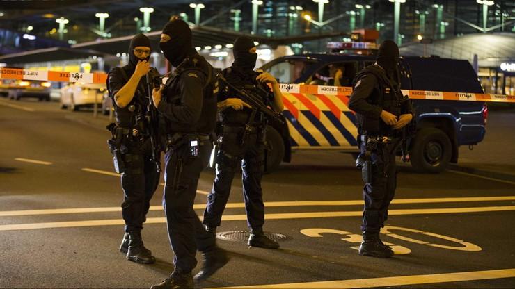 Holandia: mężczyzna zatrzymany na lotnisku Schiphol nadal w areszcie