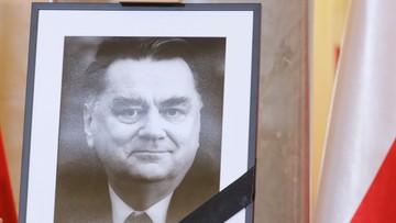 Warszawscy radni apelują o budowę pomnika Jana Olszewskiego. Nikt nie głosował przeciw