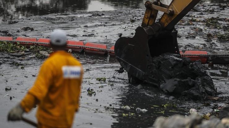 Rio: kajakarze będą pływać w śmieciach. Trwa sprzątanie wód zatoki Guanabara