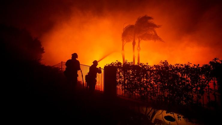 Kalifornia w ogniu. Ewakuowano ponad 100 tys. mieszkańców