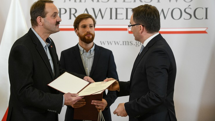 Minister sprawiedliwości uhonorował mężczyzn, którzy obezwładnili nożownika w Stalowej Woli