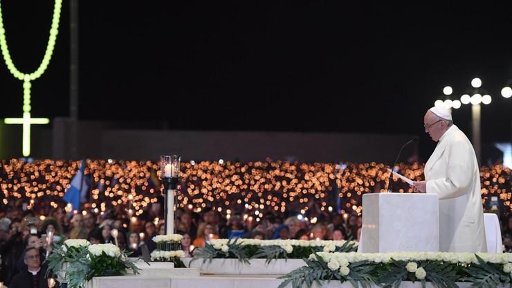 Papież w Fatimie: Maryja nie jest świętą z obrazka