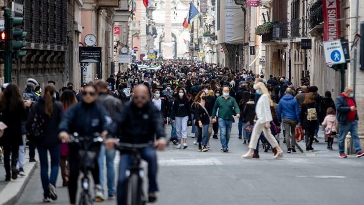 Włosi szturmują restauracje i zakłady fryzjerskie. To reakcja na lockdown w połowie kraju