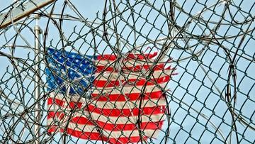 Amerykańskie więzienie zakłócało więźniom sen. Sędzia opóźnił śniadania i zakazał hałaśliwych prac