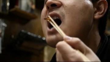 Dżdżownice w makaronie, zupa ze świerszczami. Jadalne insekty w restauracji w Tokio