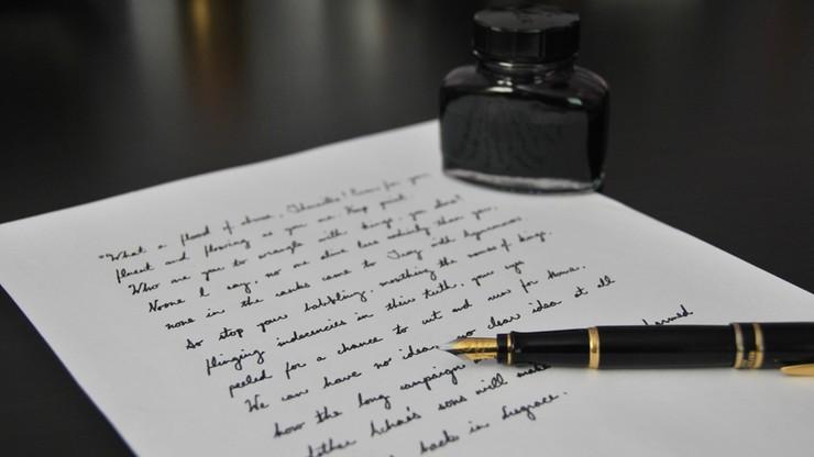 Impuls pisma, nacisk długopisu na papier – jak bada się autentyczność dokumentów