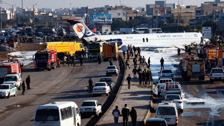 Samolot wylądował... na środku drogi w Iranie [WIDEO]