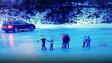 """""""Driftował"""" po zamarzniętej rzece, obok bawiły się dzieci [WIDEO]"""