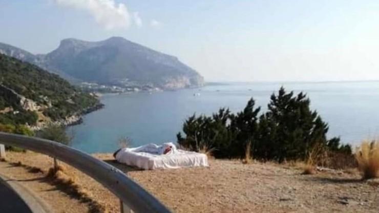 Nocleg z widokiem na zatokę. Turyści na Sardynii ukarani