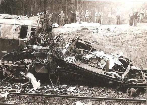 Zniszczony pociąg, który brał udział w katastrofie
