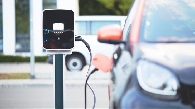 Dopłaty do aut elektrycznych. Jak zyskać dotację na zakup samochodu?