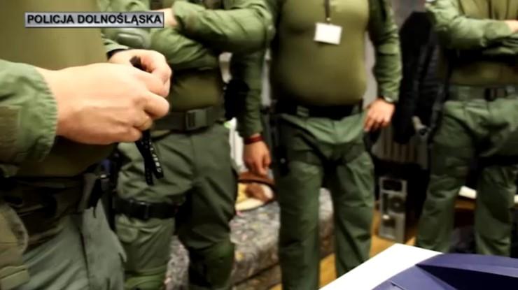 Przemycili 180 kg heroiny z Iranu do Europy. Zatrzymano członków grupy przestępczej