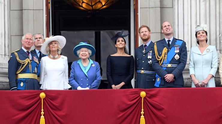 """Królowa Elżbieta """"daje błogosławieństwo"""" Harry'emu i Meghan. """"Szanujemy ich decyzję"""""""