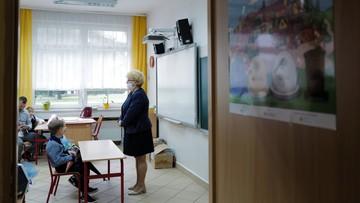 """Szkoły rozdają oświadczenia o """"świadomości ryzyka"""" ws. koronawirusa. Resort zabrał głos"""