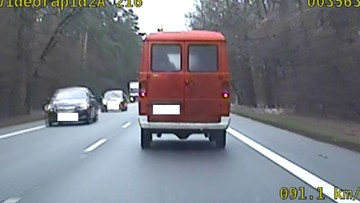 Kupił samochód od OSP i włączył syreny. Policji tłumaczył, że spieszy się do domu [WIDEO]