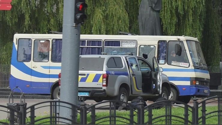 Zabarykadował się w autobusie i wziął zakładników. Uwolniono trzy osoby
