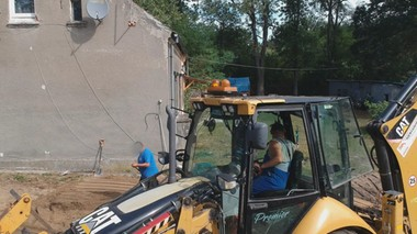 Budowa kanalizacji uszkodziła budynek. Mieszkańcy drżą o życie