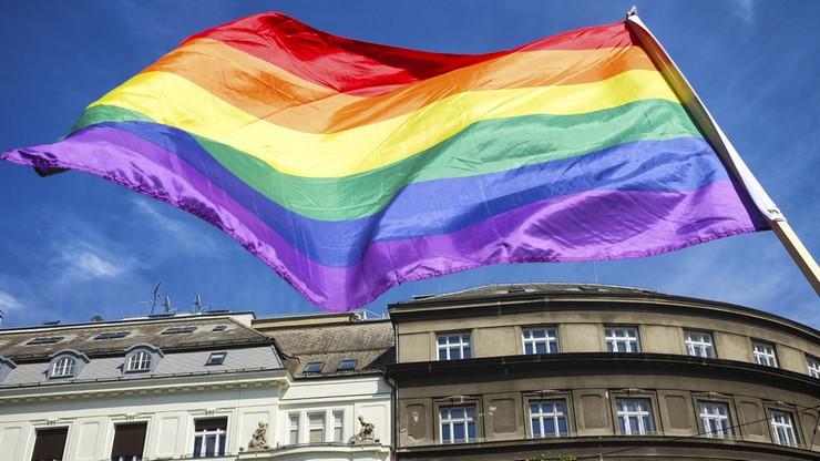 Działacz LGBT skazany za gwałty na imigrantach