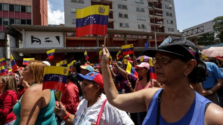 Wenezuela: parlament i ulica przeciwko zamachowi stanu