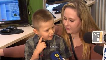 """""""Fajnie jest być bohaterem"""". 6-latek uratował mamę, dostał prezent od premiera [WIDEO]"""