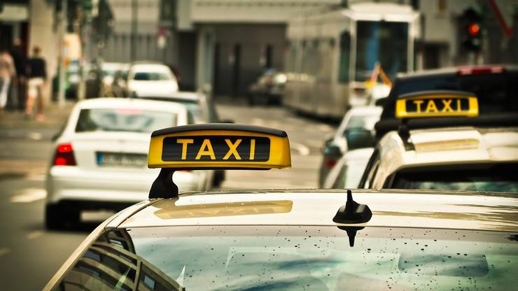 """Wchodzi w życie """"lex Uber"""". Prawo ma uporządkować rynek usług taksówkowych"""