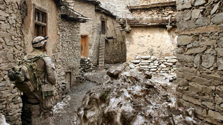 Atak talibów na wschodzie Afganistanu. Zginęło trzech urzędników i piętnastu policjantów