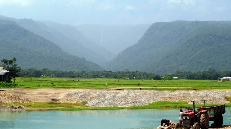 Bangladesz. Złodzieje piasku niszczą środowisko. Prawo im na to pozwala