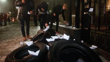 Protesty przed placówkami dyplomatycznymi Rosji w ukraińskich miastach