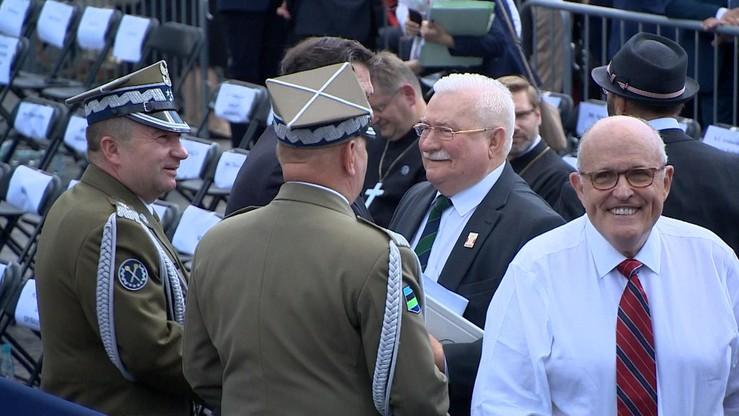 """""""Władku, jestem z Tobą"""". Wałęsa do Frasyniuka przed miesięcznicą i protestem przeciwko władzy PiS"""