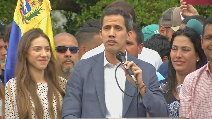 Guaido obiecuje żołnierzom amnestię, jeśli przejdą na jego stronę. Maduro nadzoruje manewry