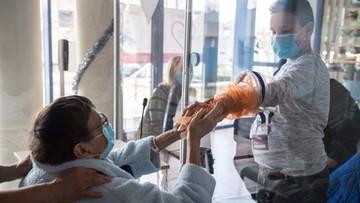 Szczepienia dla seniorów i nauczycieli, polska pomoc w Dover - Koronawirus, Raport Dnia