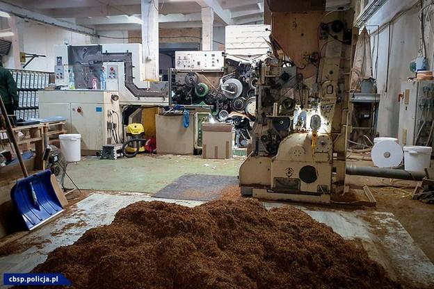 Rozbita nielegalna fabryka papierosów