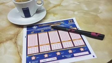 Choinka ostrzega przed uzależnieniem od hazardu. Włosi na loterie i zdrapki wydali prawie 100 mld euro