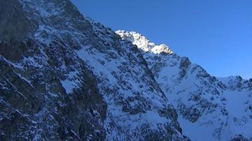 Lawina śnieżna porwała turystę w Tatrach. Nie udało się go uratować